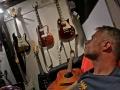 ..jysla me gitarar..